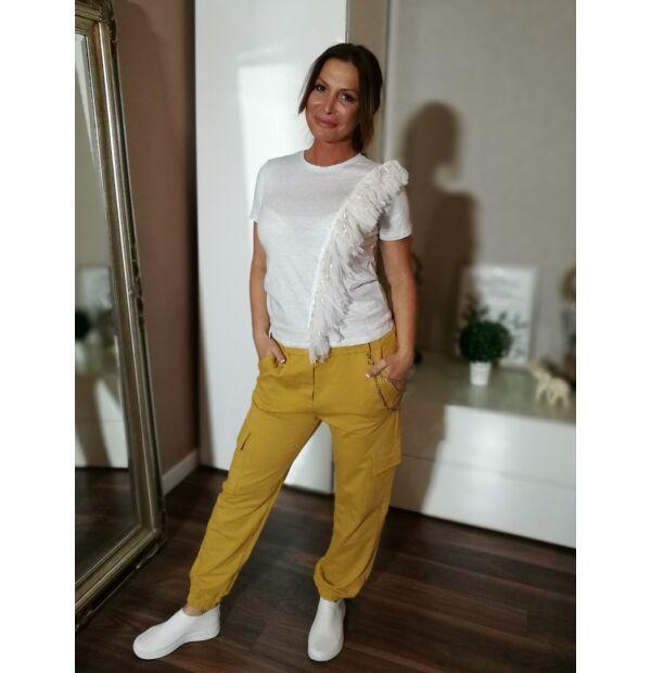 Mustárszínű pamut oldal zsebes nadrág.