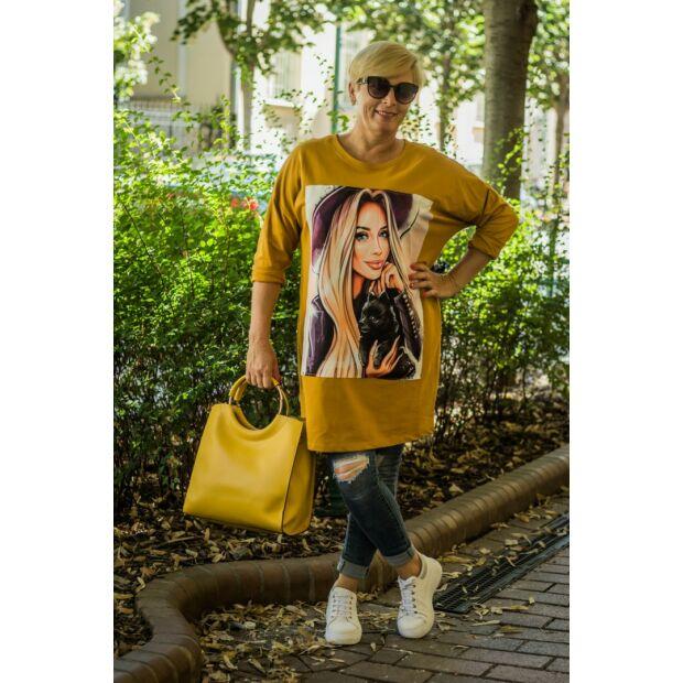 Nilla mustárszínű pamut tunika, elején női grafikával