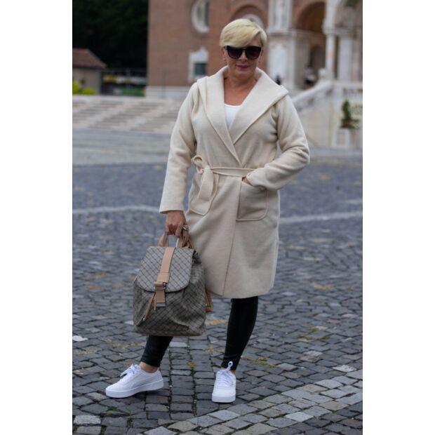 Fehér kapucnis, zsebes, derékrésznél megkötős kabát