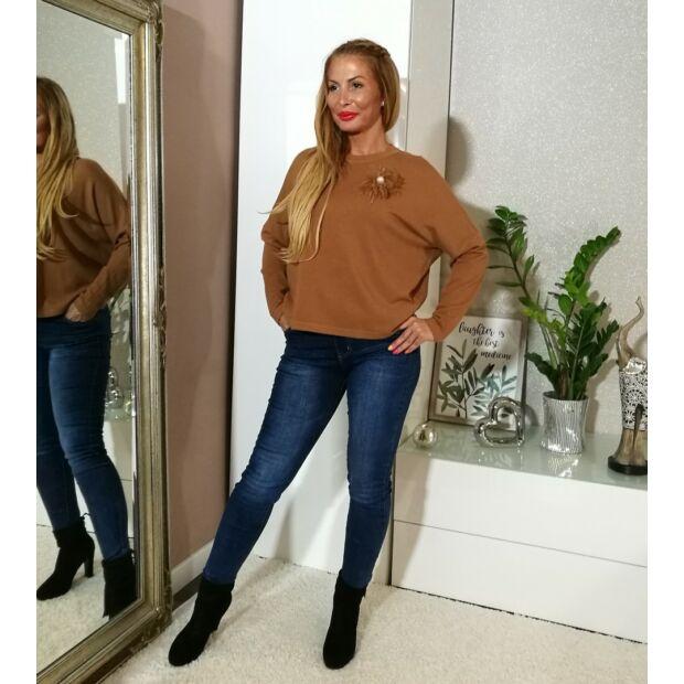 Lora téglavörös színű puha kötött pulcsi