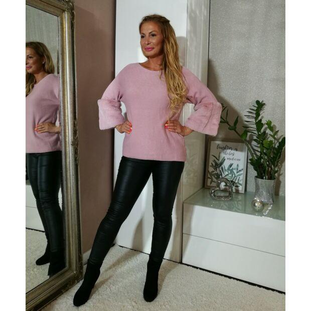 Púderszínű kötött pulcsi, műszőrmével díszítve